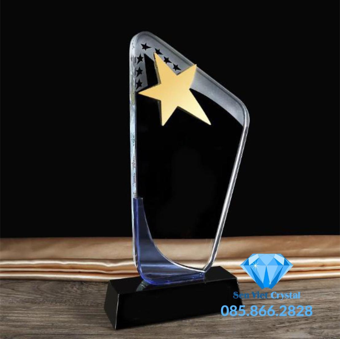Cúp pha lê ngôi sao vàng M42