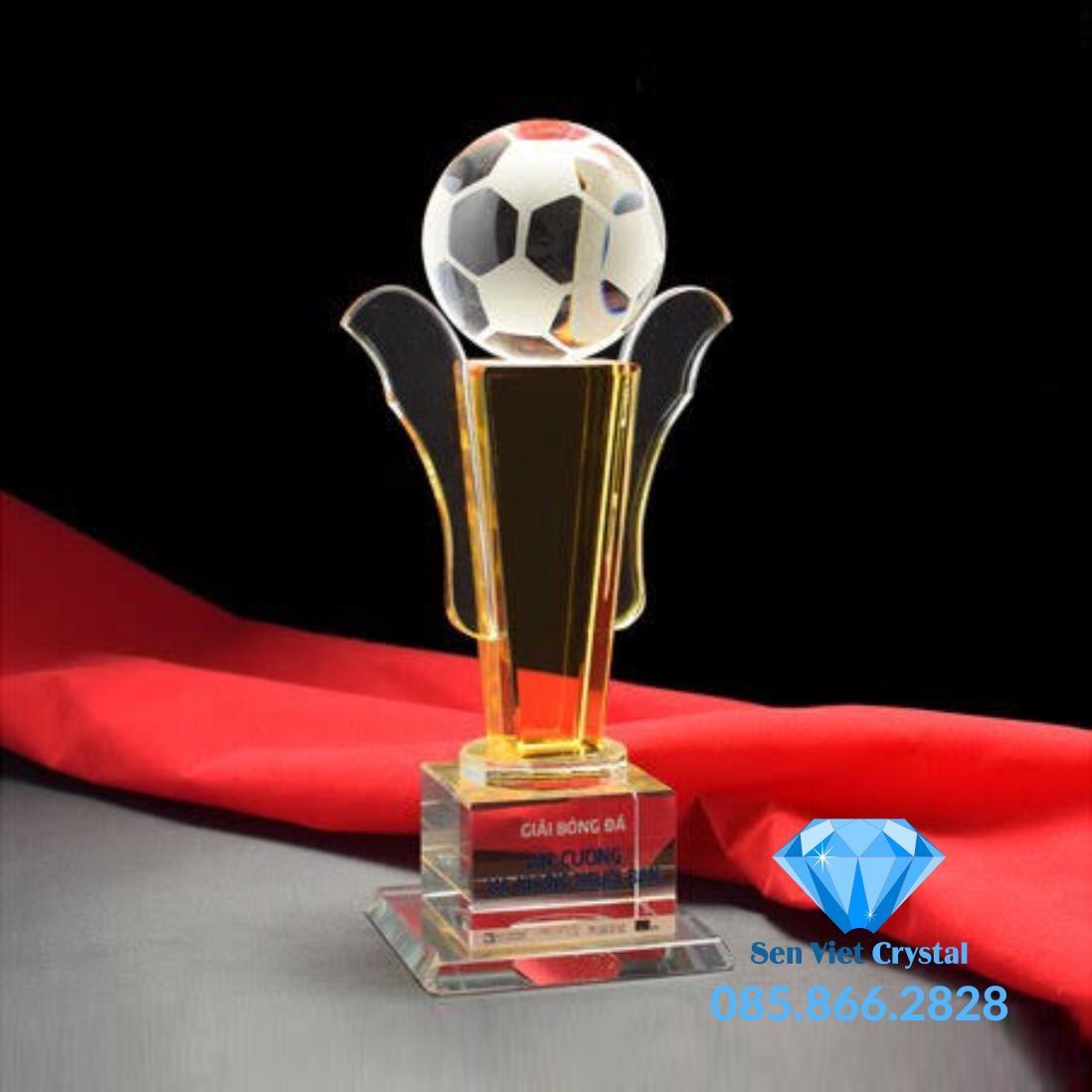 Cúp lưu niệm pha lê giải bóng đá M47