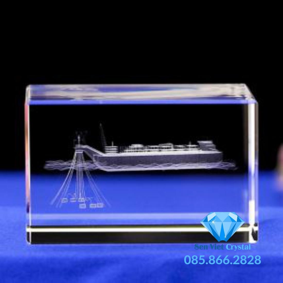 Khối pha lê khắc 3D in khắc 3 theo yêu cầu