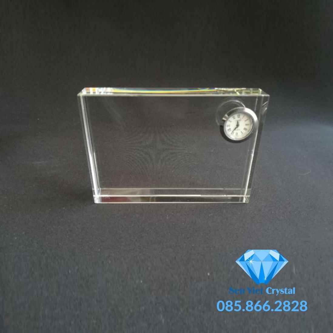 Đồng hồ pha lê M01