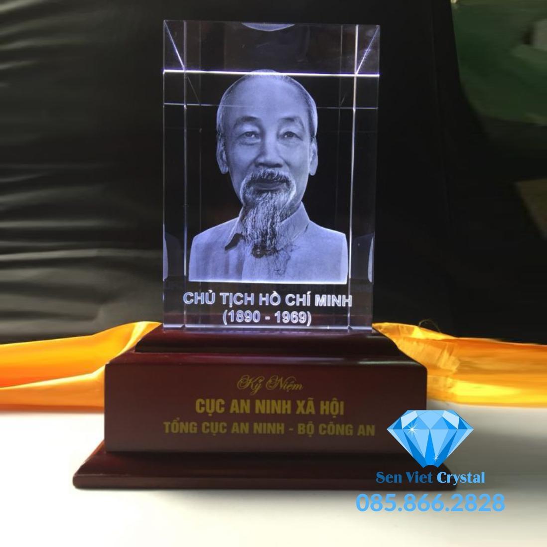 Khối pha lê 3D khắc chân dung Bác Hồ M01 giá rẻ