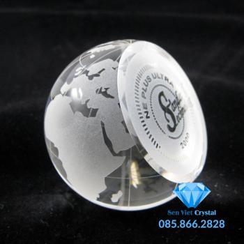 Chặn giấy pha lê hình quả cầu M02