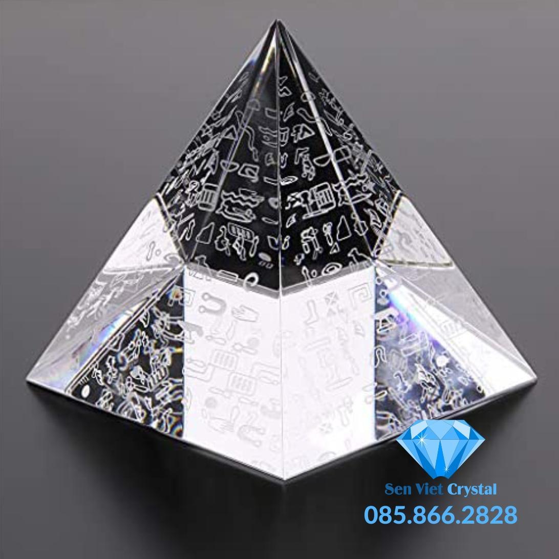 Chặn giấy pha lê hình chóp tam giác