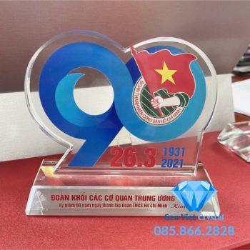Kỷ niệm chương pha lê kỷ niệm thành lập đoàn TNCS Hồ Chí Minh